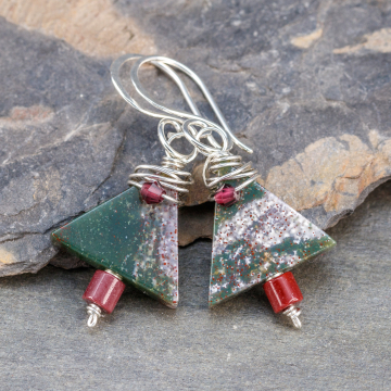 Bloodstone Triangles are Dark Green with Speckles of White and Red